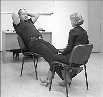 Эротическое психопрограммирование через жесты, видео жена сует бутылку в пизду