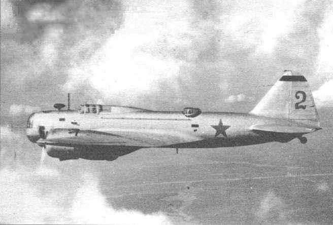 Подъем поисковиками советского самолета ДБ-3 из болота.
