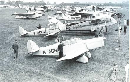 Картинки по запросу Фарнборо состоялось первое авиашоу.
